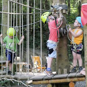 Foto von Kinder im Indianerparcours des Waldseilgarten Wallenhausen
